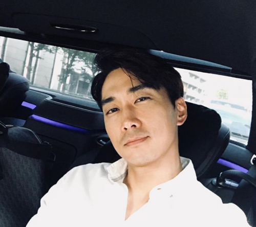 出典:https://www.instagram.com/songseungheon1005/?hl=ja